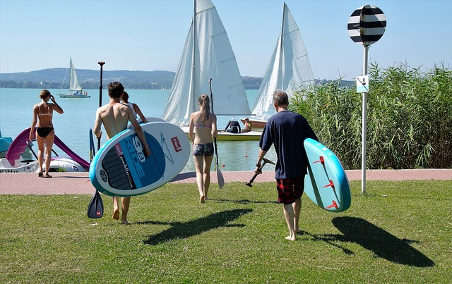 Going stand up paddle boarding with friends