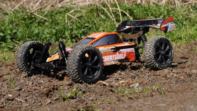 rc car dune buggy in the mud