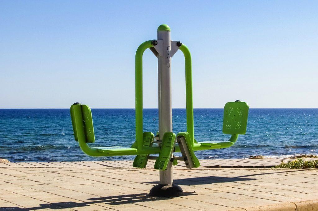 Outdoor gym equipment leg extension
