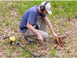 Using a pinpointer for accurate metal detection and treasure hunting